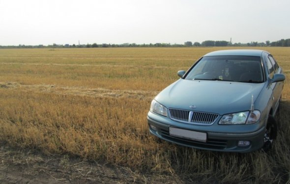Автомобиль Nissan Bluebird