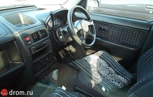 Nissan Cube 1998, I поколение